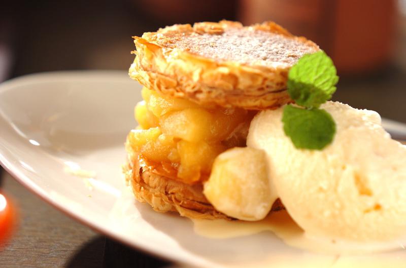 パイではさんだリンゴのカラメリゼ バニラアイス添えの作り方の手順
