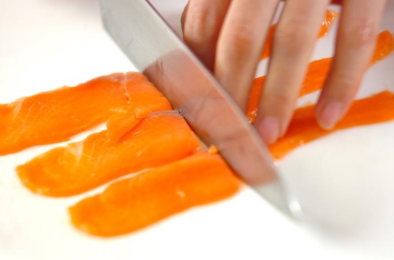 スモークサーモンサラダの作り方の手順1