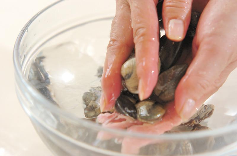 貝のお吸い物の下準備1