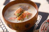 鮭とジャガイモの粕汁