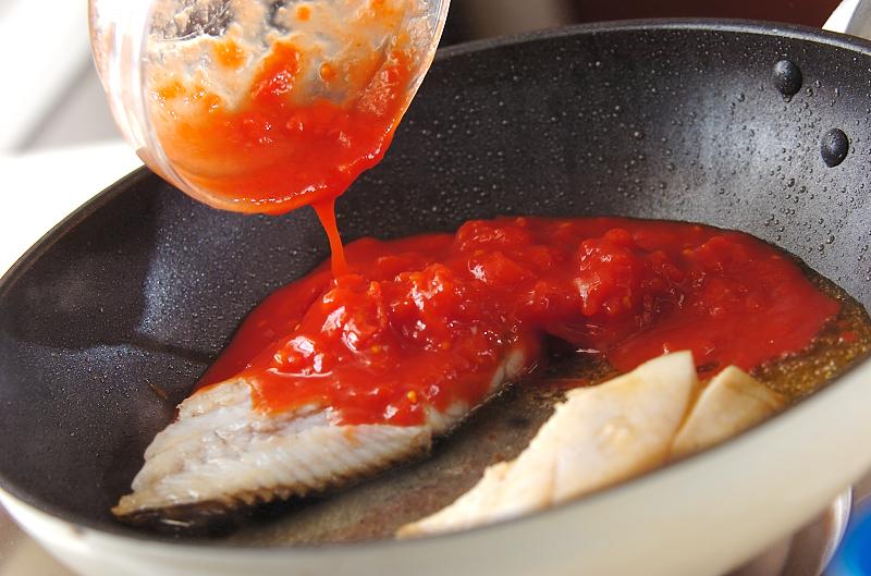 白身魚のトマトパスタの作り方の手順2