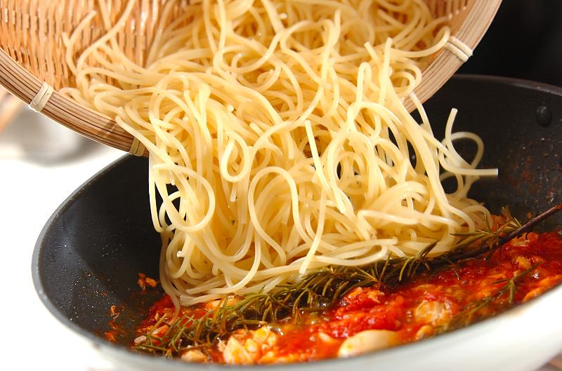 白身魚のトマトパスタの作り方の手順3