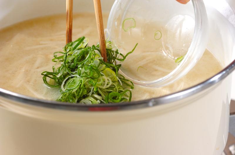 エノキと大根のみそ汁の作り方の手順4