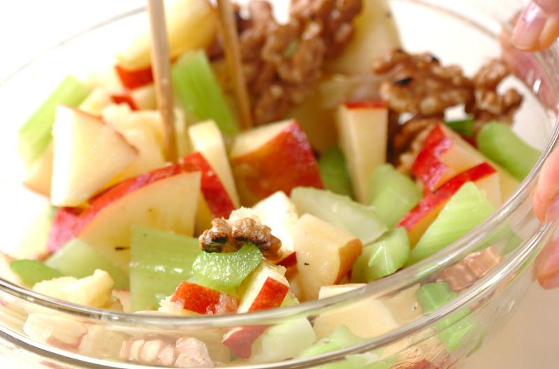 リンゴとクルミのサラダの作り方の手順5