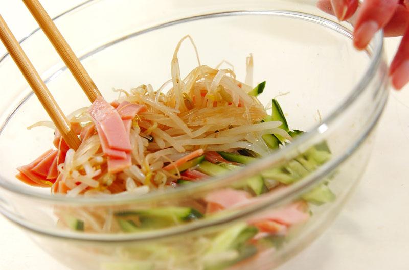 緑豆モヤシと春雨の中華風サラダの作り方2
