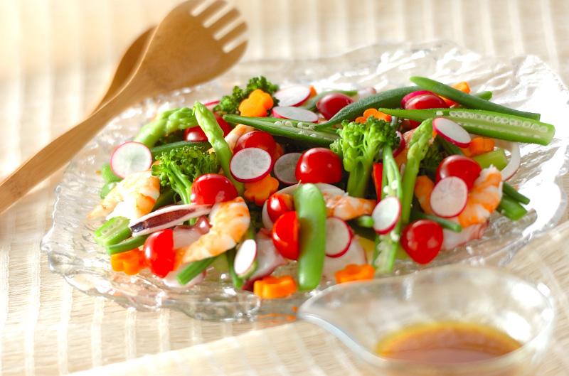 野菜とシーフードのサラダカレー風味