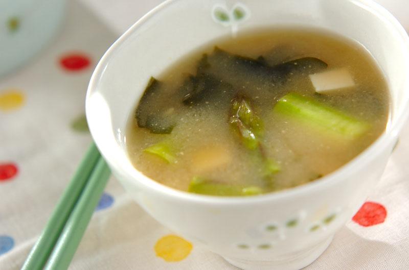 豆腐とグリーンアスパラのみそ汁