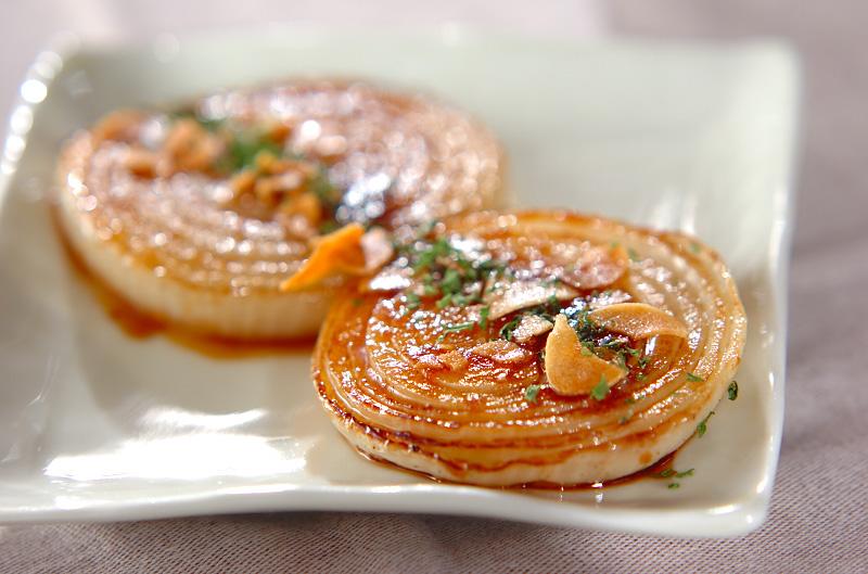 甘みが広がる玉ねぎステーキのレシピ8選。簡単調理でごちそうに変身