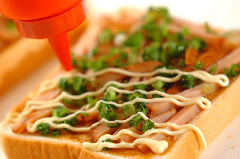 ネギみそチャーシューピザトーストの作り方の手順2