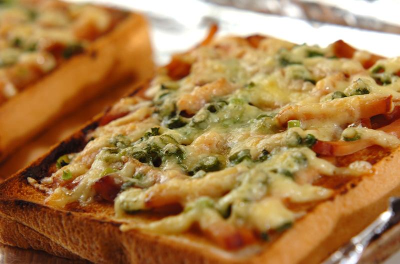 ネギみそチャーシューピザトーストの作り方の手順3
