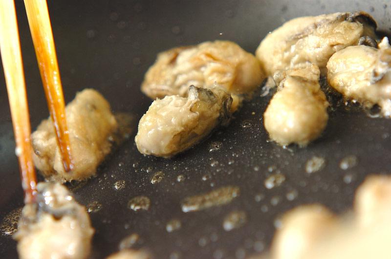 カキと菊菜のアラビアータの作り方の手順8