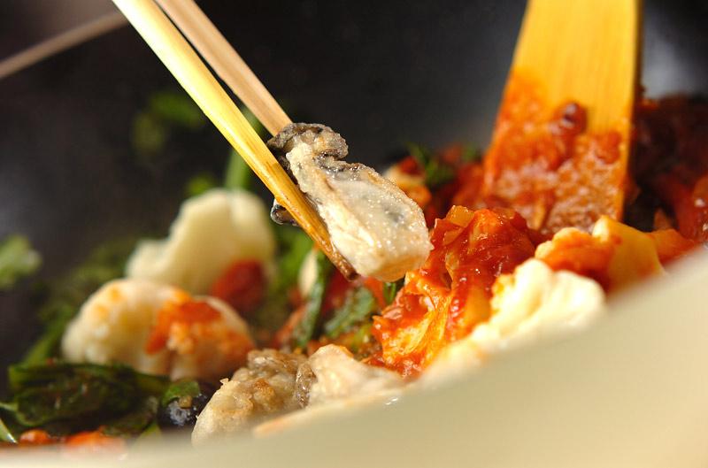 カキと菊菜のアラビアータの作り方の手順9