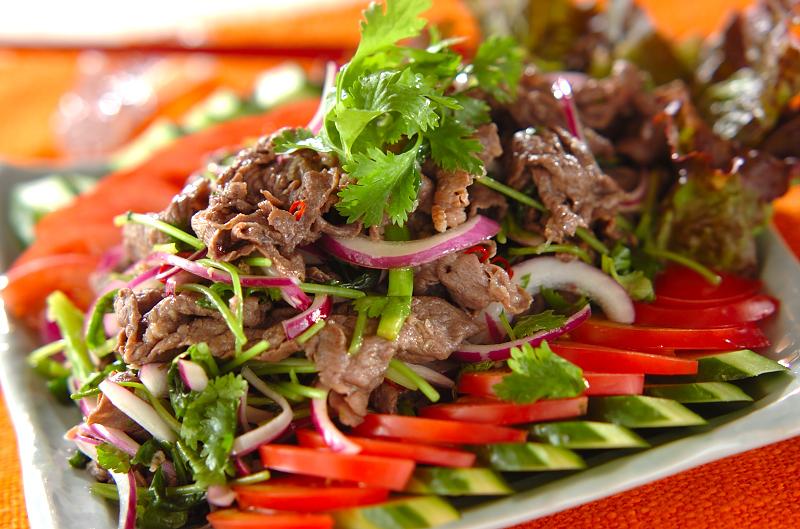 牛肉の辛いサラダ