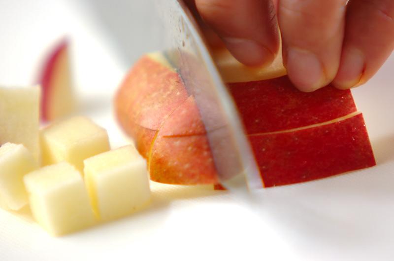 リンゴと豆のチーズ和えの作り方の手順1