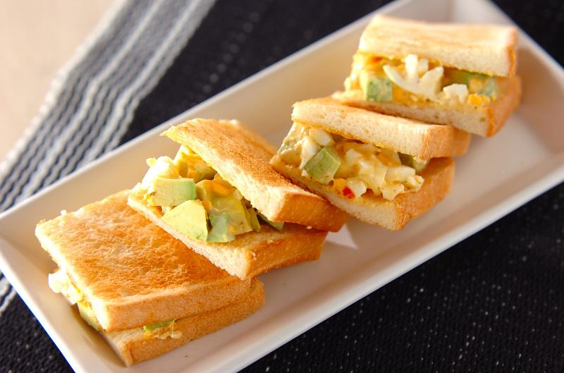 アボカドと卵のサンドの作り方の手順