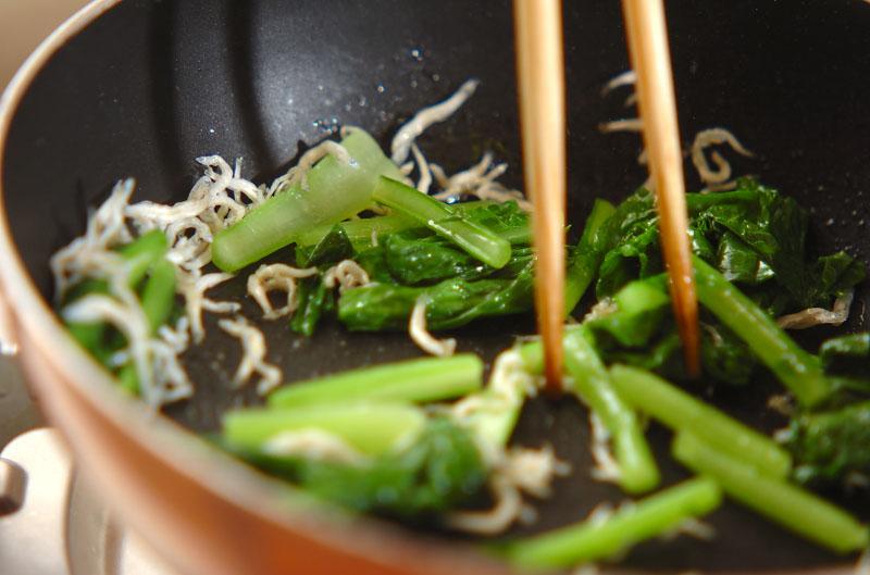 カブの葉とチリメンジャコの炒め物の作り方の手順2
