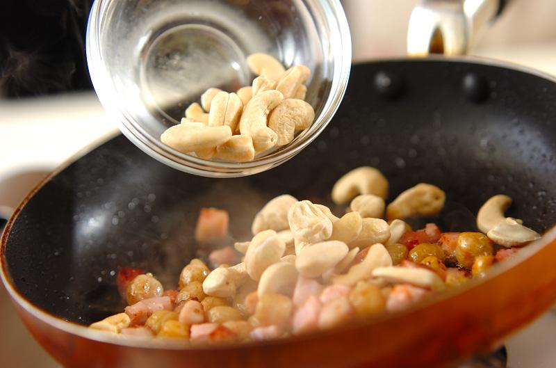 厚切りベーコンのナッツ炒めの作り方の手順3