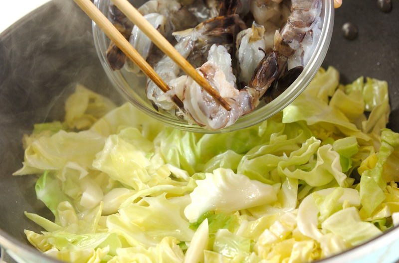春キャベツとエビのフジッリの作り方の手順3