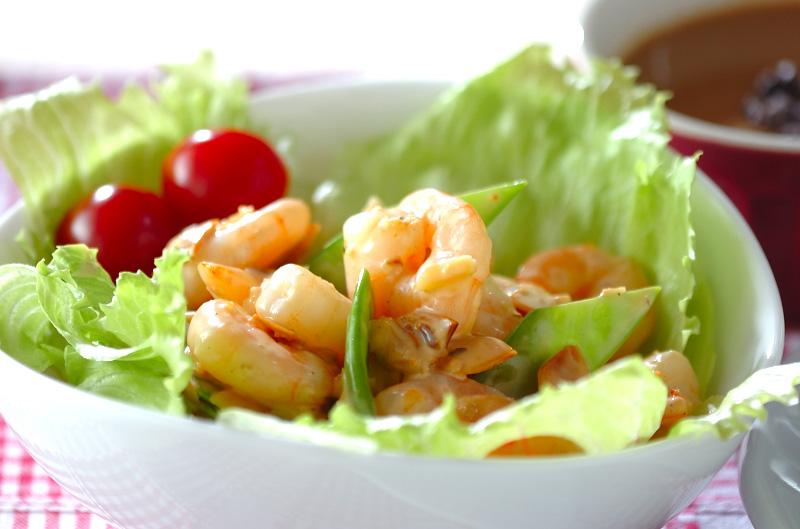 むきエビのナッツサラダの作り方の手順