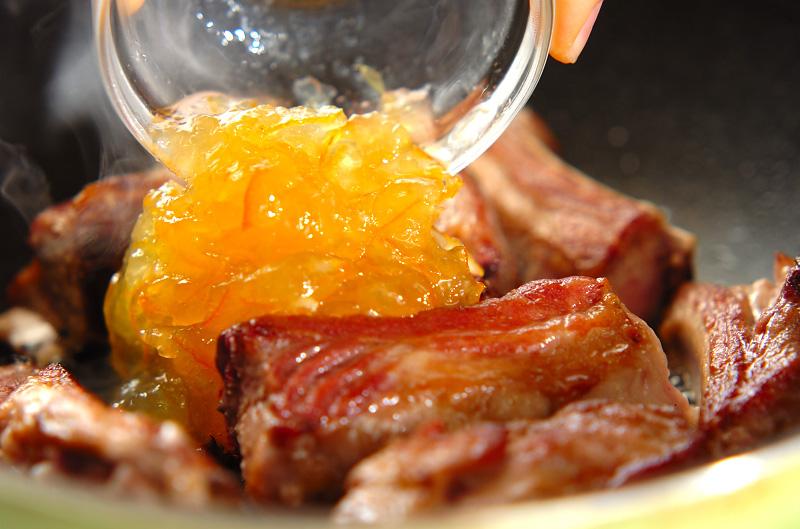 骨付き豚バラ肉のママレード煮の作り方の手順4