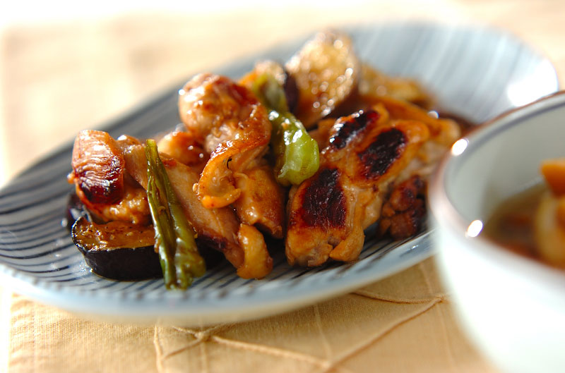 鶏とナスのニンニクじょうゆ炒めの作り方の手順