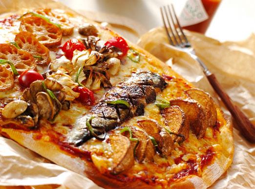 手作り生地のピザ