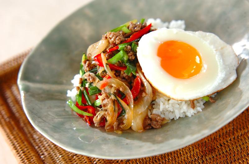 甘辛ひき肉のまぜまぜ丼【E・レシピ】料理のプロが作る簡単レシピ/2010.11.01公開のレシピです。