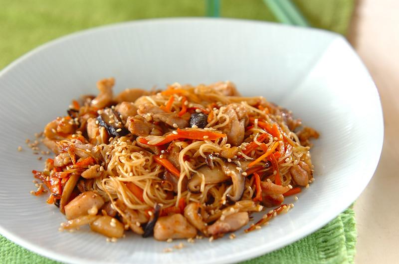 鶏肉とシイタケのオイスター素麺【E・レシピ】料理のプロが作る簡単レシピ/2010.07.05公開のレシピです。