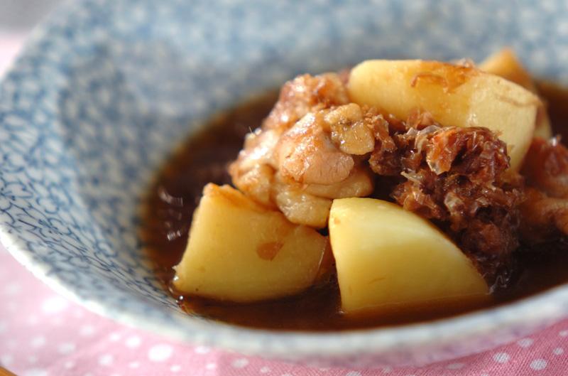 新ジャガと鶏肉のおかか煮【E・レシピ】料理のプロが作る簡単レシピ/2013.04.10公開のレシピです。