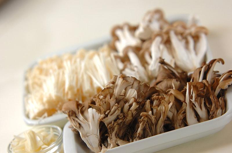 キノコの和風おろしパスタの作り方の手順1