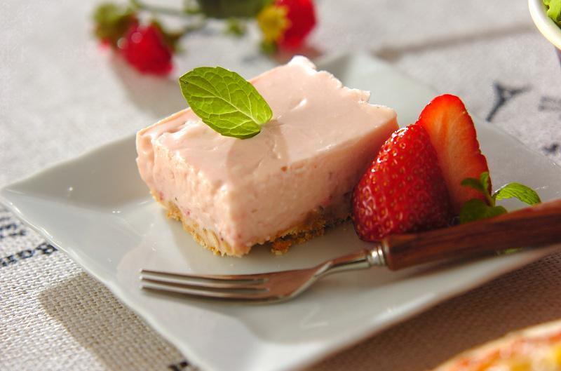 イチゴのピンクチーズケーキ