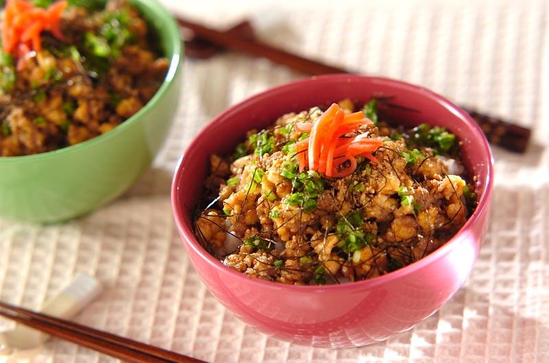 ヘルシー豚そぼろ丼【E・レシピ】料理のプロが作る簡単レシピ/2009.03.27公開のレシピです。
