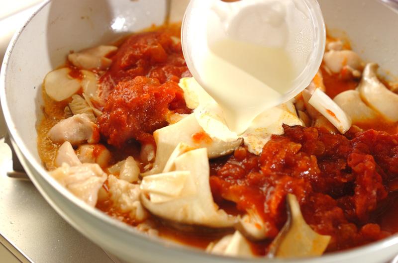 鶏とエリンギのトマトクリームパスタの作り方の手順2