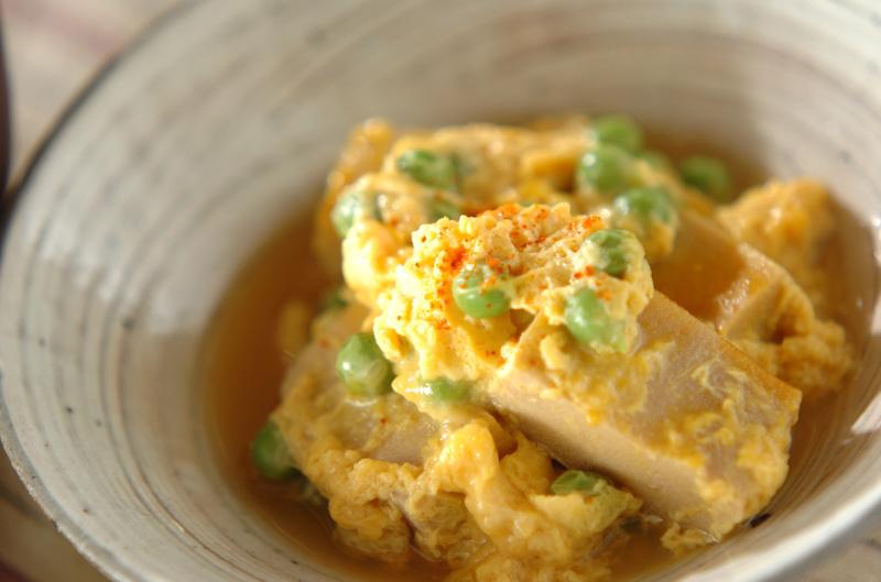 ほっとする味 エンドウ豆と高野豆腐の卵とじ