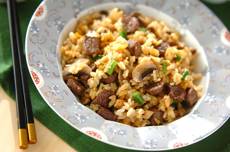牛肉とマッシュルームのチャーハンの作り方の手順