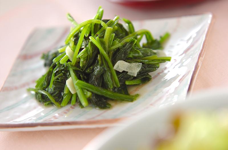 ささっと一品《ほうれん草のバター炒め》塩気で野菜の甘みがUP!?