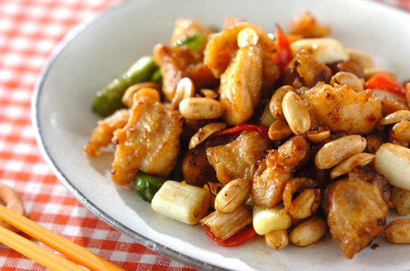 鶏肉とピーナッツの炒め物