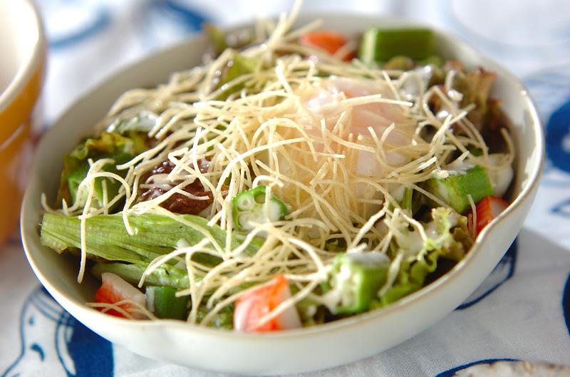 揚げ素麺のパリパリサラダ