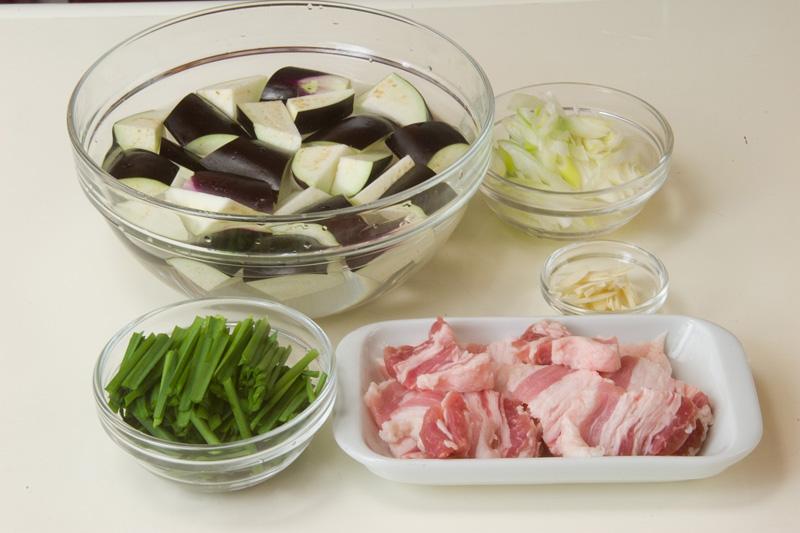 豚バラとナスのソテーの作り方の手順1