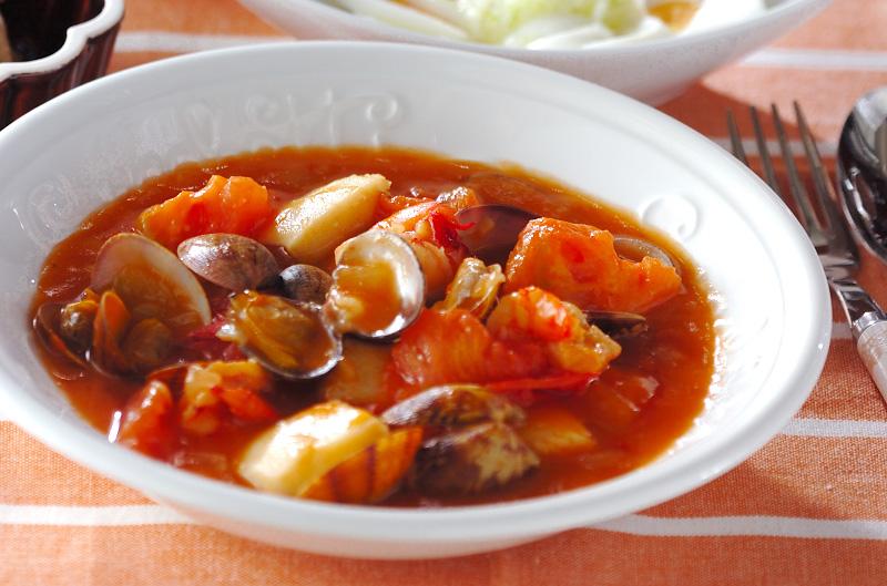 トマトと魚介のチリソース煮