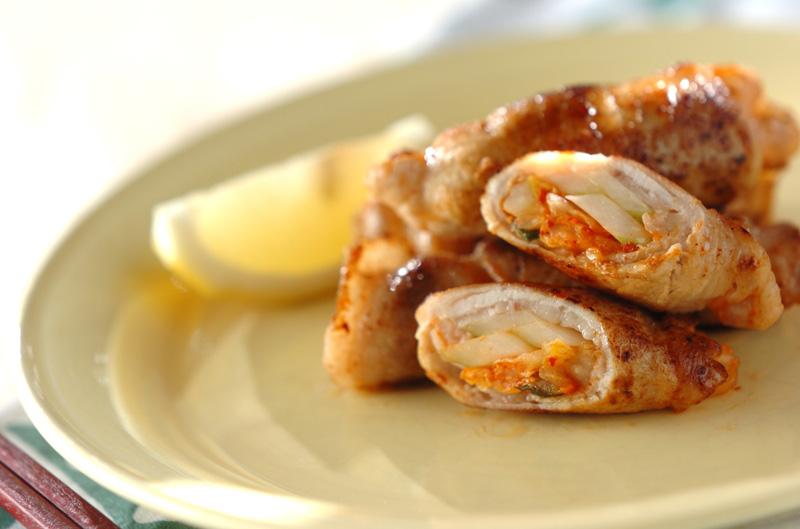 白菜キムチとセロリの豚肉巻き【E・レシピ】料理のプロが作る簡単レシピ/2013.06.25公開のレシピです。