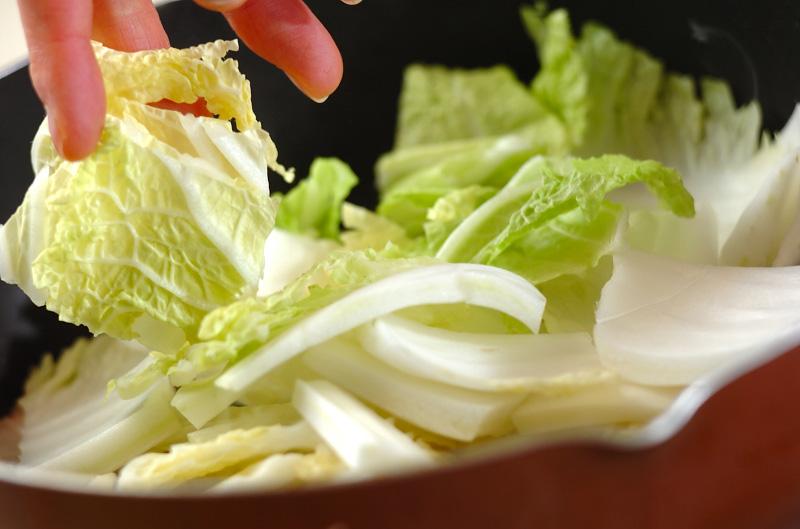 白菜と豚バラ肉の蒸し煮の作り方の手順2