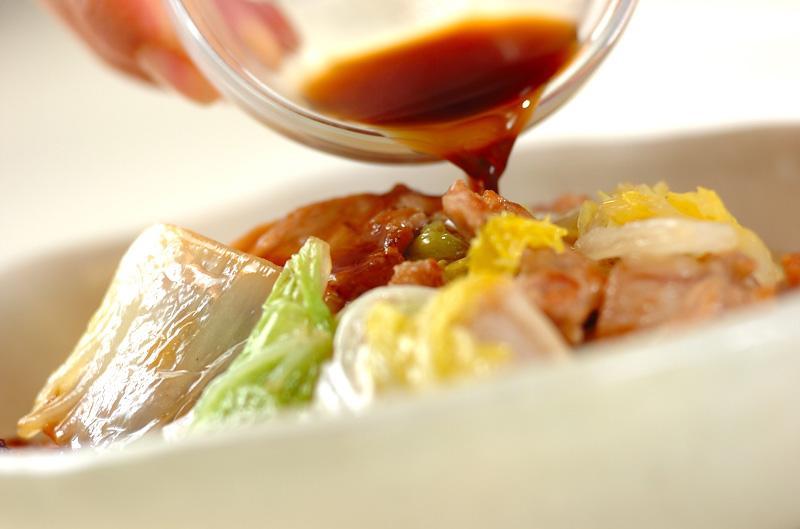 白菜と豚バラ肉の蒸し煮の作り方の手順3