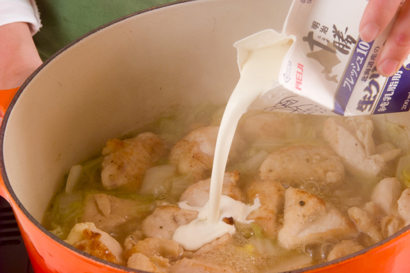 あっさりおいしい鶏むね肉と白菜のクリーム煮の作り方3