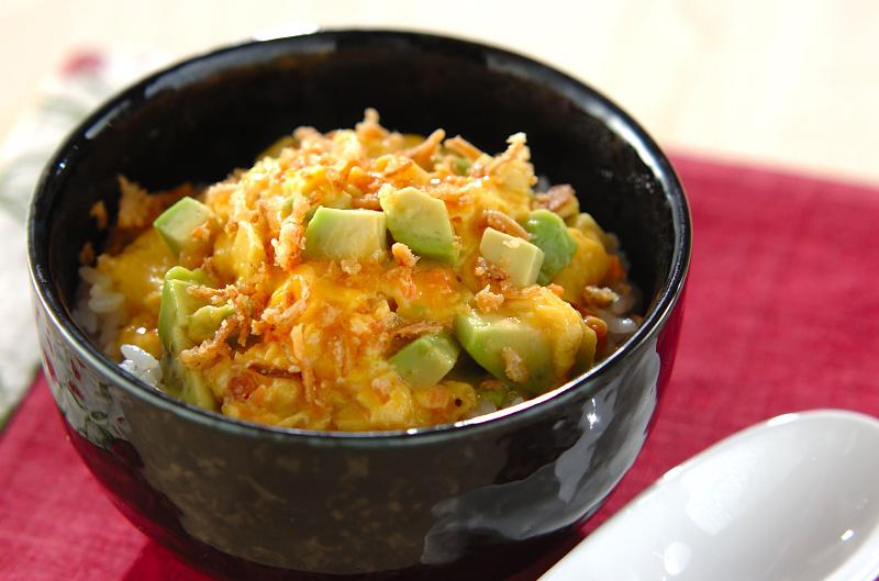鮭アボカドの卵とじご飯の作り方の手順