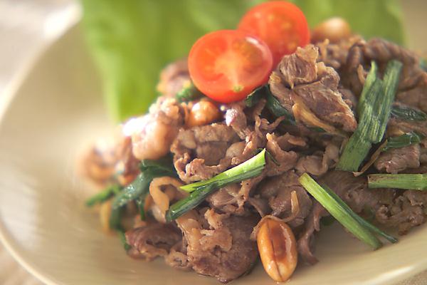 牛肉と香り野菜の炒め物