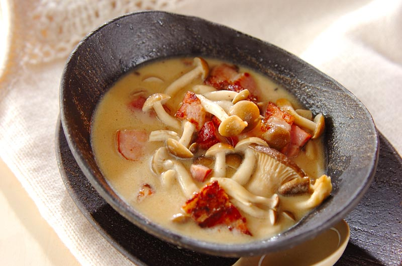 ベーコンとキノコの豆乳スープ