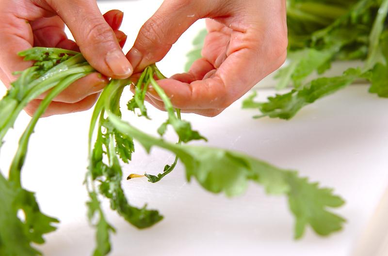 菊菜のかき揚げの作り方の手順1