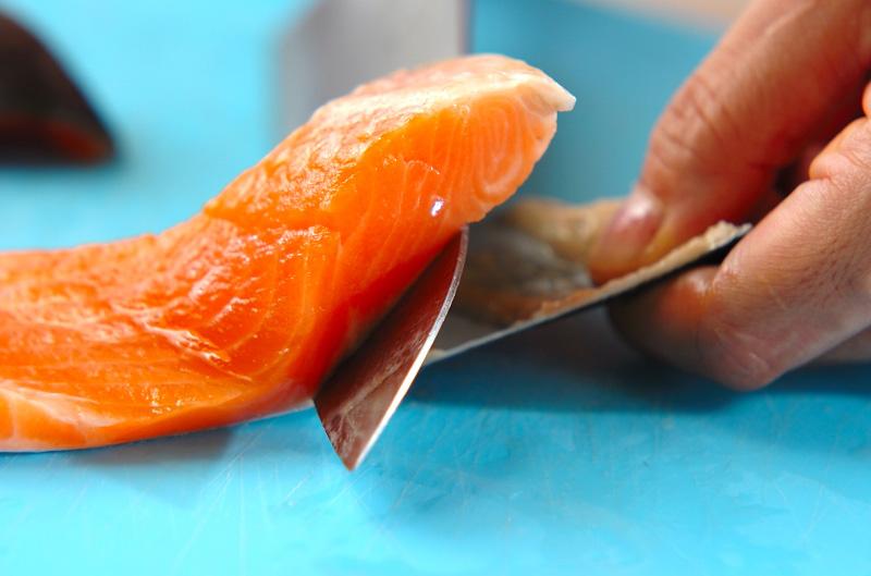 鮭のガーリックソテーの作り方の手順1