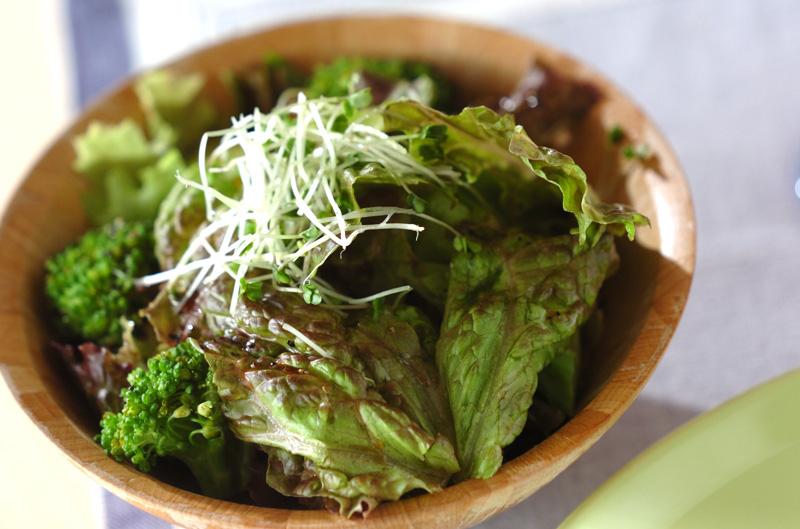 サニーレタスのシンプルサラダ【E・レシピ】料理のプロが作る簡単レシピ/2013.08.26公開のレシピです。